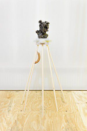 Sebastian Neeb »The Problem with the wooden Wurst« Ausstellungsansicht . maerzgalerie Berlin